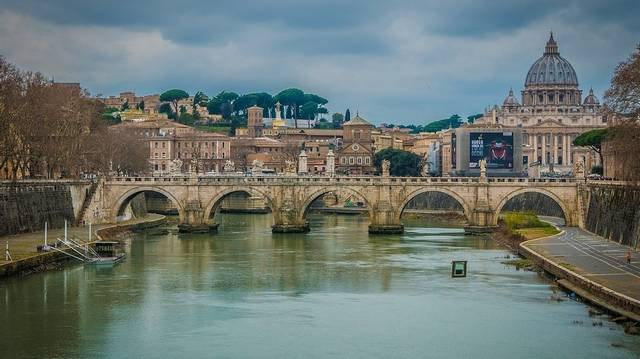 Melyik nagyváros folyója a Tevere (latin neve Tiberis)?