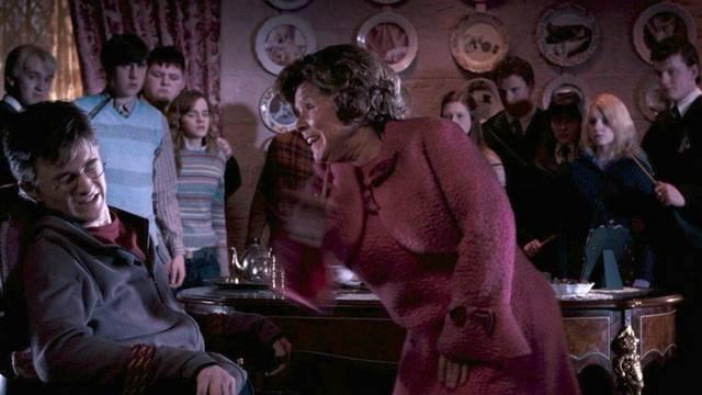 Miért akarta a kruciátus átokkal kihallgatni Harry Pottert ,Dolores Umbridge?Azért,mert....