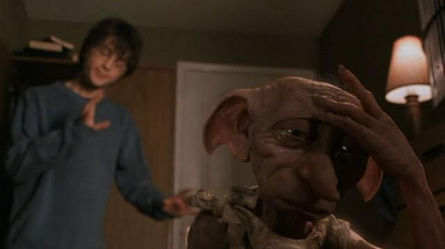 Miért kezd el sírni Dobby Harry szobájában?Azért,mert...