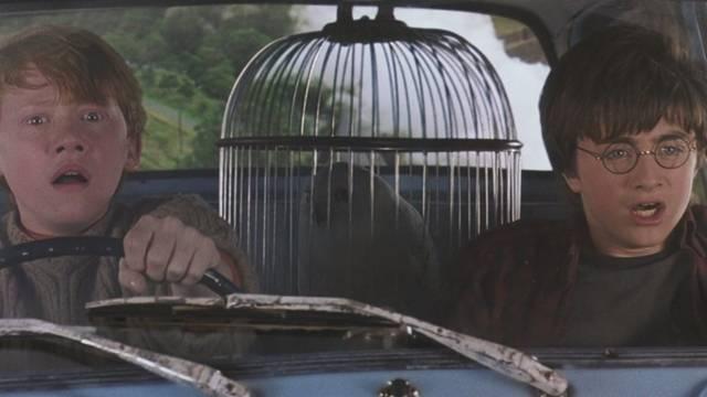 Hány Mugli látta Harryt és Ront repülni a kocsival?