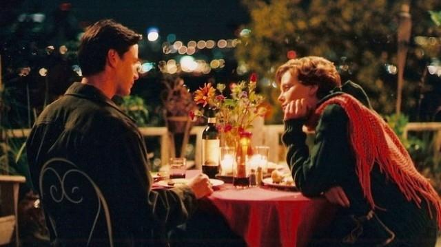 Keanu Reeves és Charlize Theron, a két főszereplő ebben a filmben (képünkön). Nelson Moss magának való, munkamániás üzletember. Egy napon összehozza a sors Sarával... Mi a film címe?