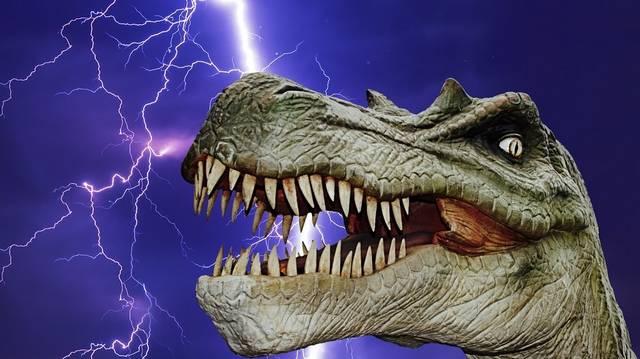 Kinek a regényei ezek: Zaklatás, Jurassic Park, Az átprogramozott ember?