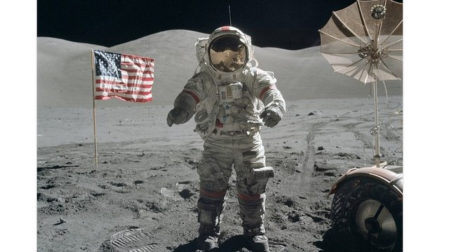 Kiknek sikerült legelőször a Holdraszállás?