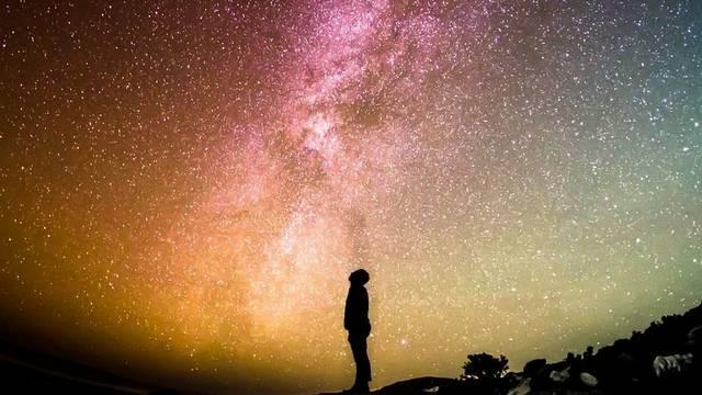 Hány éves a világegyetem a szakemberek becslése szerint?