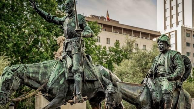 Ki szolgált Don Quijote mellett?