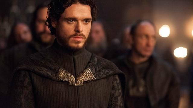 Robb Stark volt a legidősebb csak sajnos meghalt. :(