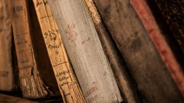 Melyik településünkön alapították az ország legrégebbi könyvtárát (a 11. században)?
