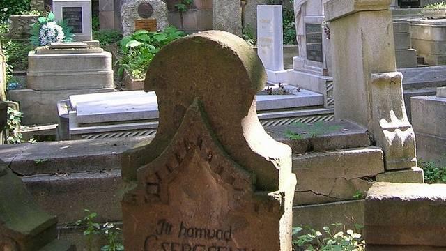 Hogy hívták azoknak a temetését, akik valamilyen módon vétettek az egyház ellen, ezért a temető (szentelt) földjén kívül temették el őket?