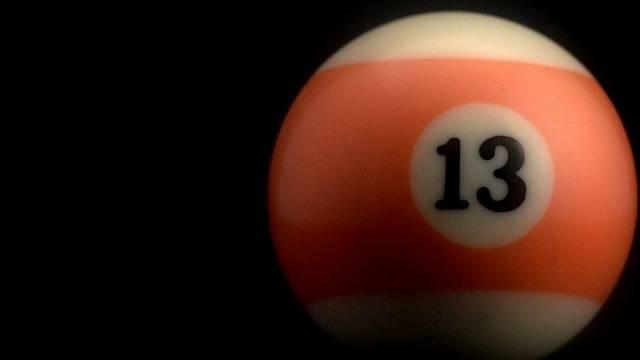 Melyiknek nincs köze a 13-as számhoz az alábbiak közül?