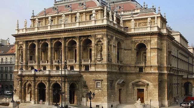Mikor nyitotta meg kapuit az Operaház?
