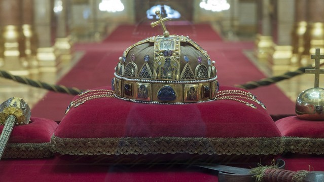 Mikor szűnt meg a királyság Magyarországon és vezették be a köztársaságot?