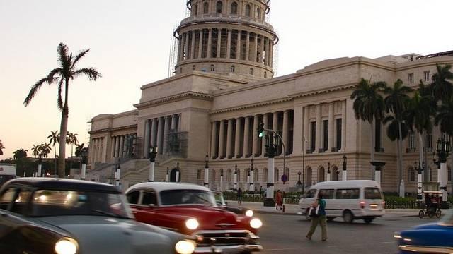 Melyik ország gyarmata volt évtizedeken át Kuba?
