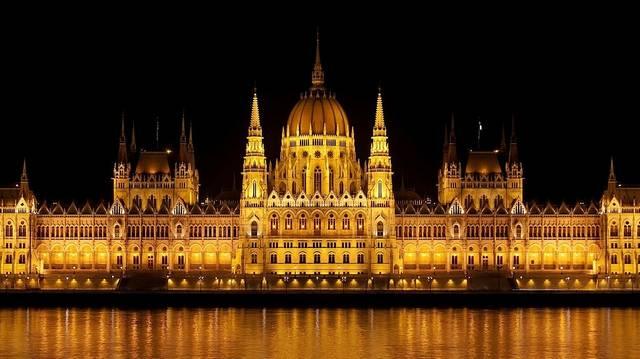 Mi a segélyhívószám Magyarországon?