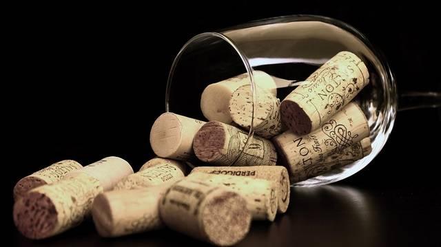 Az alábbiak közül melyik bor nem a szőlő fajtájáról kapta a nevét?