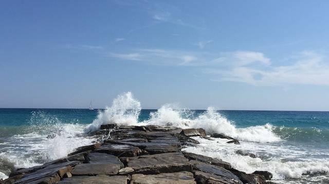 Melyik meleg tengeráramlat az alábbiak közül?