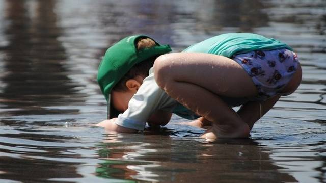 Egy felnőtt emberek kb. mennyi ivóvízre van szüksége naponta?