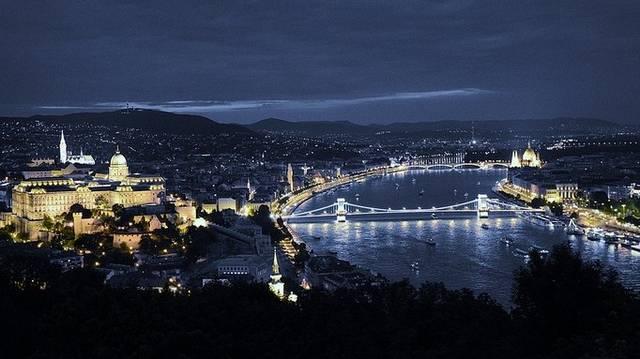 Ki komponálta a Kék Duna keringő c. zeneművet?