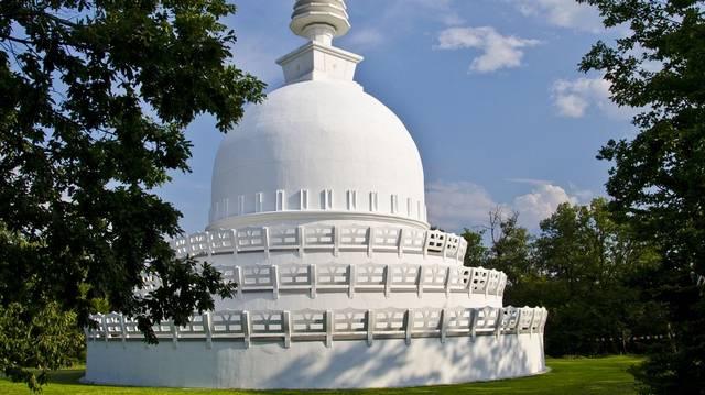 A fotón Európa egyik legnagyobb sztúpája látható, a Béke sztúpa. Hol található ez a buddhista vallási építmény?