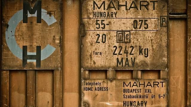Milyen tömegközlekedési szolgáltatást nyújt a MAHART?