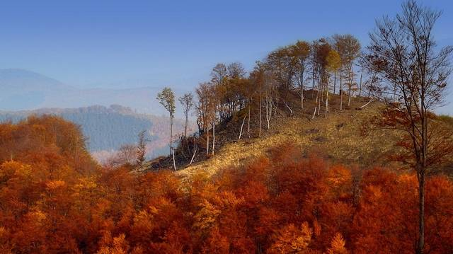 A Mátrában található Magyarország két legmagasabb hegycsúcsa. Az egyik a Kékes. De melyik a másik?