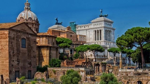 Mi jut eszedbe, ha azt mondom: Forum Romanum?