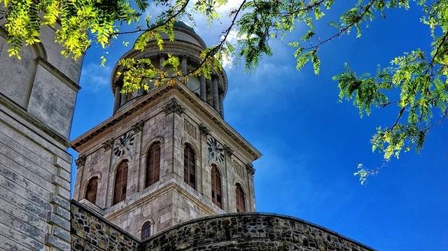 Melyik uralkodó hozta létre a Pannonhalmi kolostort?