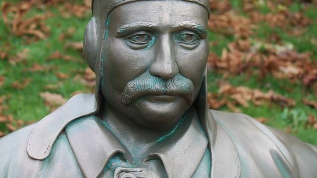 Minek az úttörője volt Blériot?