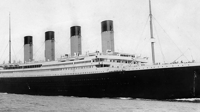1912. április 14-én süllyedt el a Titanic, korának legnagyobb utasszállító óceánjárója. Melyik ország felségterületén történt a tragédia?