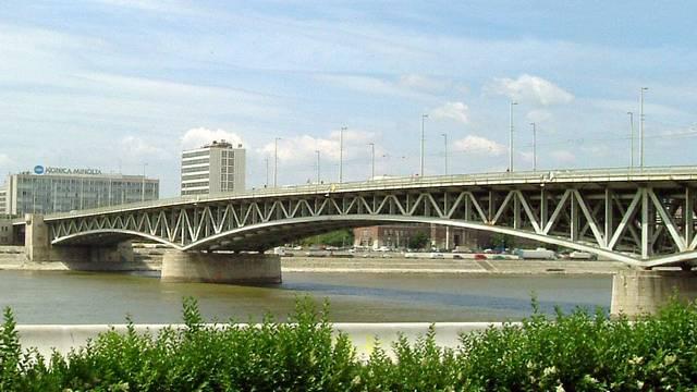 Kinek a nevét viselte korábban a Petőfi-híd?