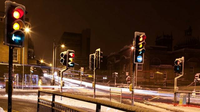 Melyik városban használtak először közlekedési lámpákat?