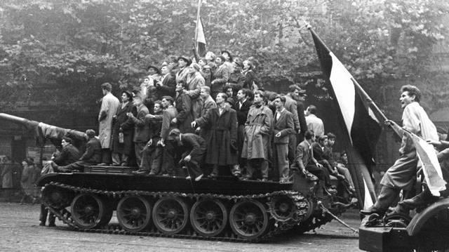 Melyik nem volt az 1956-os forradalom budapesti helyszínei között az alábbiak közül?