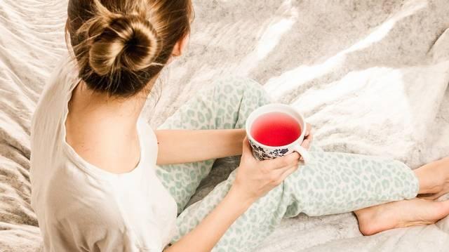 Az előző kérdés képei között ott volt a csipkebogyó fotója is. Milyen módszerrel érdemes teát főzni a csipkebogyóból, hogy megőrizzük a benne lévő értékes vitaminokat?