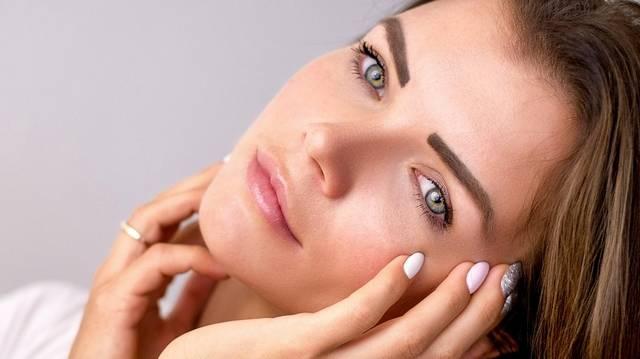 Milyen kémhatású az egészséges ember bőre, illetve annak savköpenye?