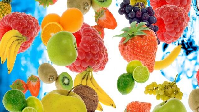 Az alábbiak közül 100 gramm mennyiségben melyik gyümölcsben van több kalória?