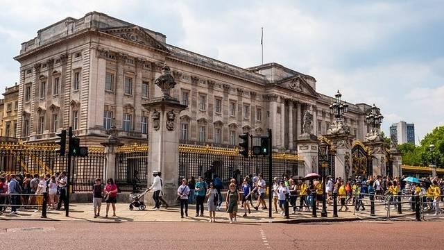 Az alábbiak közül, melyik az első számú londoni királyi rezidencia?