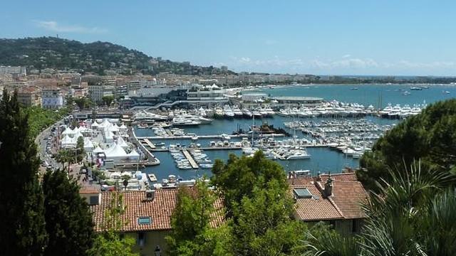 Melyik országban található Cannes?