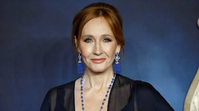 Mi a Harry Potter-kötetek szerzőjének (J. K. Rowling) írói álneve, amelyen bűnügyi történetei jelennek meg?