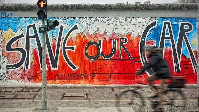 Mikor építették fel a Berlini falat?
