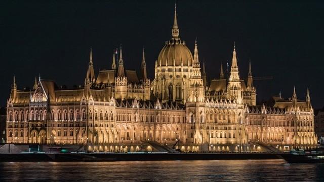 Tervei alapján 1885-1904 között épült. Ki tervezte az Országházat?