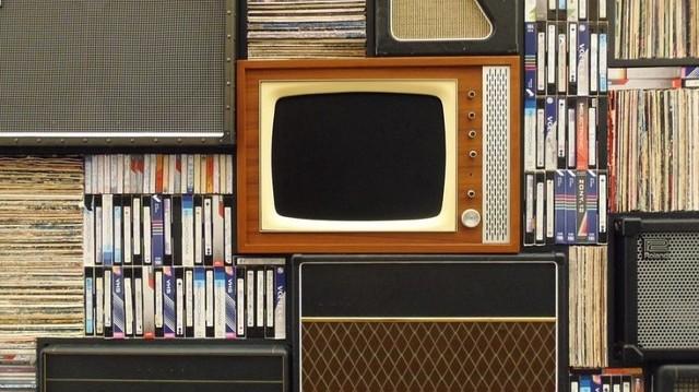 November 21. A televíziózás nemzetközi napja. Ez volt az első magyar gyártású televízió-készülék.