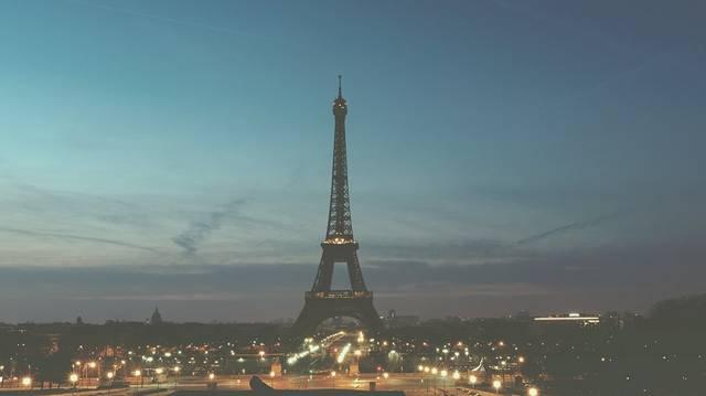 Hogyan nevezik másképp az Eiffel-tornyot?