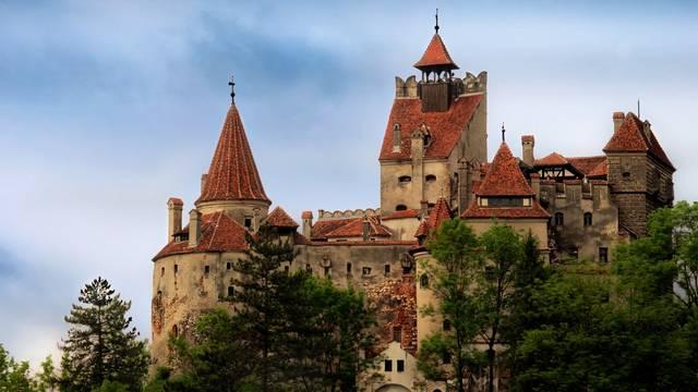 Melyik romániai kastélyt tartják számon Drakula kastélyaként?