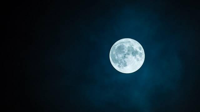 Melyik állítás igaz az alábbiak közül a Holdra?