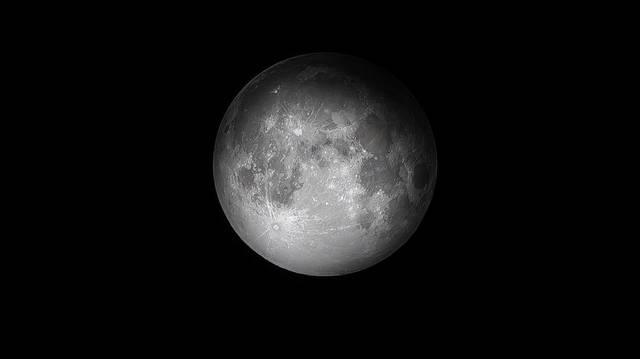 Miért mondják, hogy sajtból van a Hold, ahogy azt az ismert Demjén-sláger szövegéből is ismerjük?