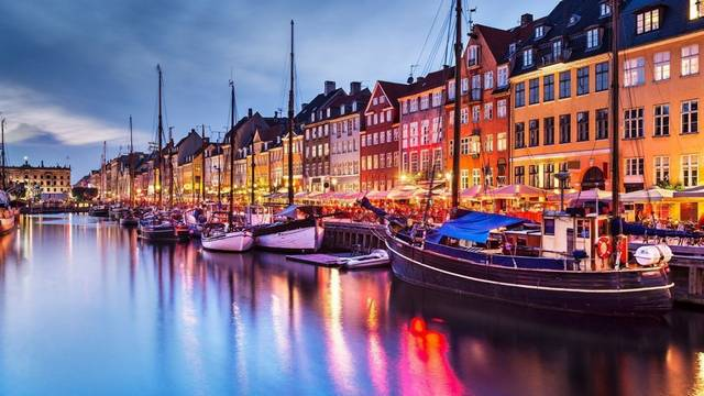 Mi Dánia teljes neve?