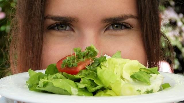 Kezdjük az alapoktól. Mit is jelent az, hogy valaki vegán táplálkozást folytat?