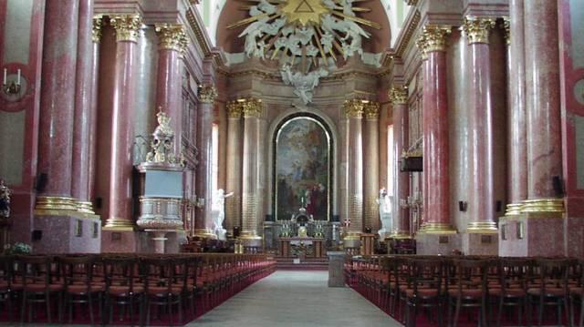 Melyik magyarországi városban nincs székesegyház az alábbiak közül?