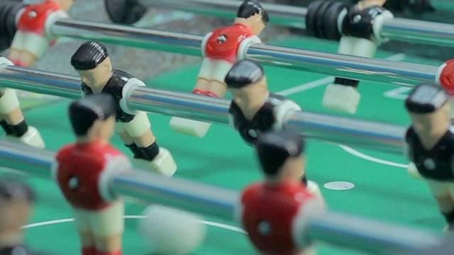 Láttál már csocsóasztalt? És azt is tudod, összesen hány sorban vannak rajta a játékosok?