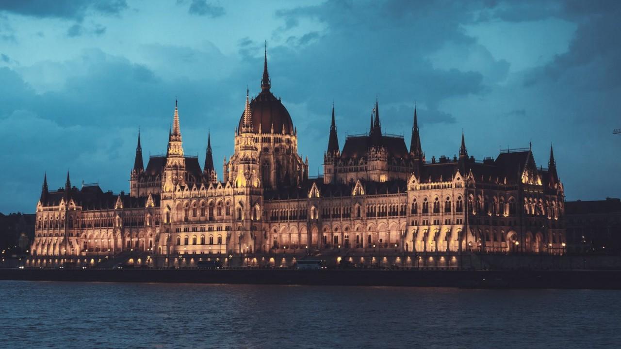 Magyarországon a választáson legalább hány százalékot kell szerezni ahhoz, hogy egy párt bejusson a Parlamentbe (2020)?