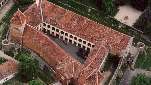 Melyik megyében található a Kőszegi vár?
